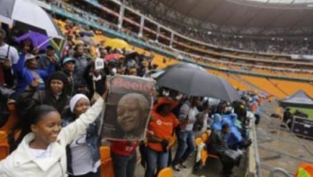 Con gestos de unidad despiden a Mandela