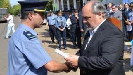 Colombi se anticipa al conflicto policial con más ingresos de bolsillo
