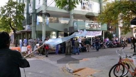 Continúa la protesta en DPEC, sin atención al público