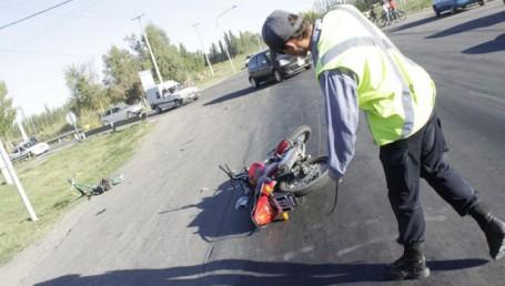 Un motociclista y un ciclista muertos al ser arrollados por camioneta
