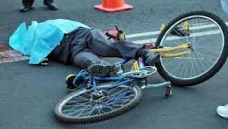 Murió un joven de 18 al ser arrollado por un auto: iba en bicicleta por Ruta 12