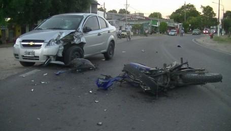 Choque frontal en Esquina: un motociclista muerto