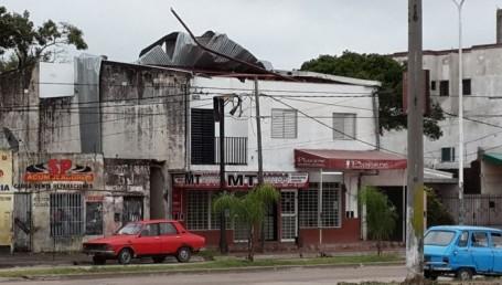 Voladura de techos y otros destrozos causó la tormenta