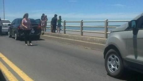 Un triple choque ocasionó demoras en el puente