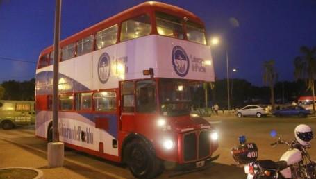 El Routemaster que dejó de ser rojo para andar por Corrientes