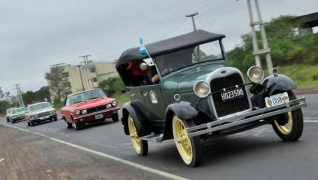 Travesía de autos antiguos de Corrientes a Termas de Río Hondo