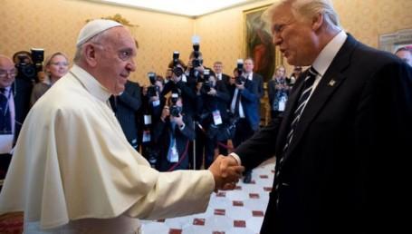"""Francisco y Trump coincidieron en """"buscar la paz mundial"""""""