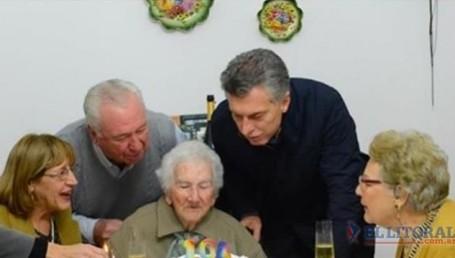 Macri visitó a Juana, una bisabuela de 104 años
