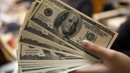 El dólar hizo una pausa y cedió 7 centavos