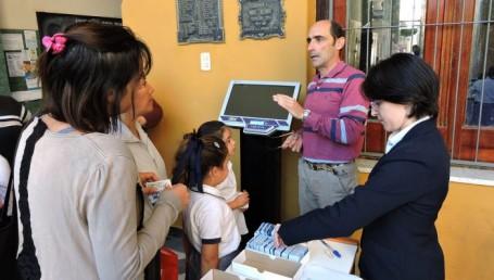Se entregaron tarjetas Sube a alumnos de escuela Normal y Belgrano