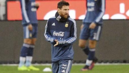 Messi llegó a Buenos Aires para sumarse a la Selección