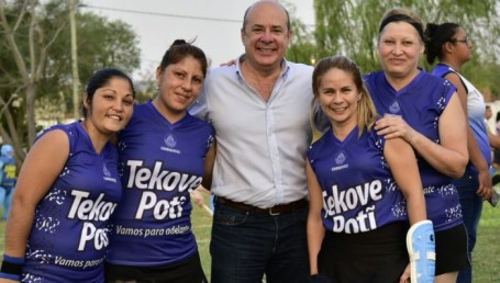 """Torneo de Mami Hockey: """"Con el deporte ganamos todos"""" afirmó Canteros"""