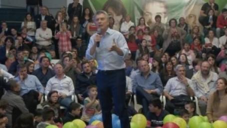 Macri encabeza actos de campaña de Cambiemos