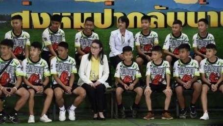 Dan de alta a los 12 niños atrapados en cueva de Tailandia
