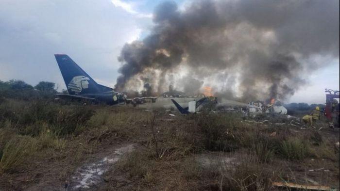 Cayó un avión de Aeroméxico con unos 100 pasajeros a bordo