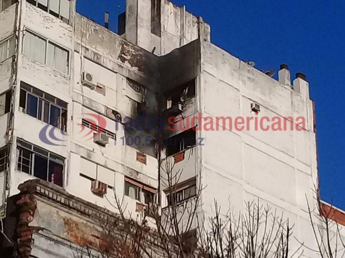 Susto y caos en pleno microcentro por un incendio registrado en un edificio: no hay personas heridas