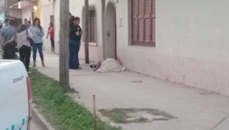 """Asesinaron a un """"Vidente"""" de varias puñaladas en la puerta de un inquilinato"""