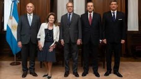 Guiño de la Corte a CFK: no irá a juicio en campaña