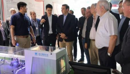 Casas chinas de fibra, opción que explora Valdés en su gira