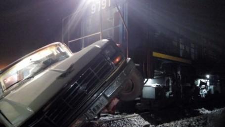 Un tren arrolló a una camioneta en Chaco