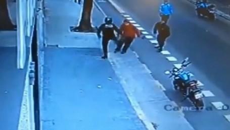 Patada mortal de un policía: morir en la calle