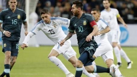 Argentina logró empatar 2 a 2 con Uruguay gracias a un gol de Messi
