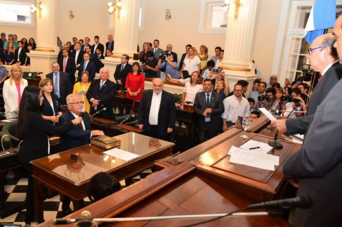 Canteros tomó juramento a los nuevos senadores