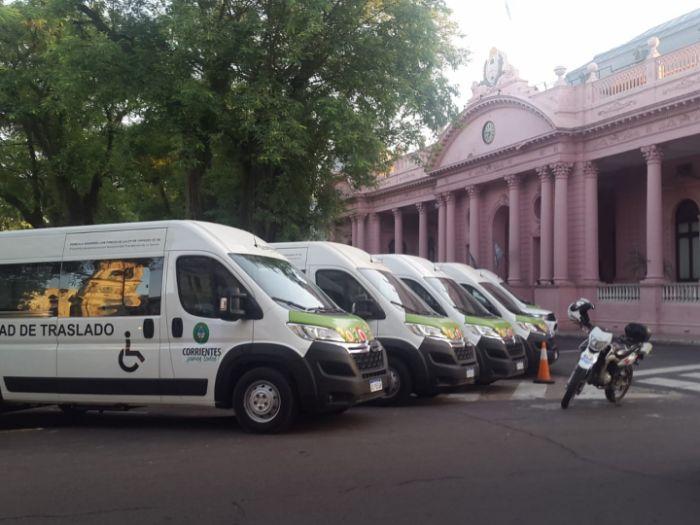 Valdés entregó 20 nuevas ambulancias