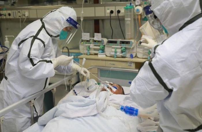 Murieron dos pacientes y son 30 las víctimas de coronavirus en el país