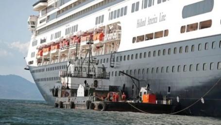 El crucero con enfermos de Covid-19 sigue en altamar sin poder desembarcar