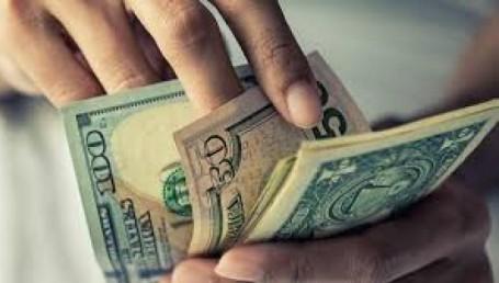 El dólar no se detiene: supera los $145 en el mercado blue